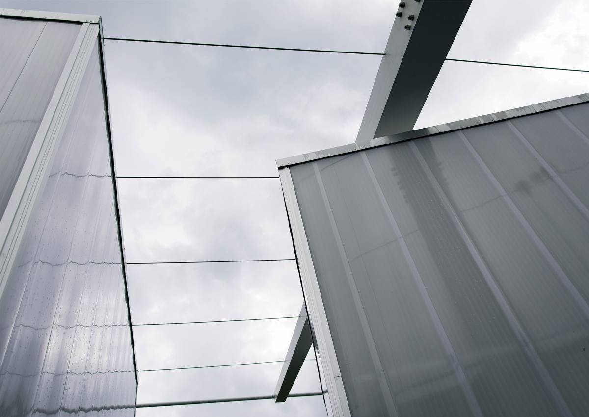 architettura contemporanea, i cubi servizi in policarbonato della spa