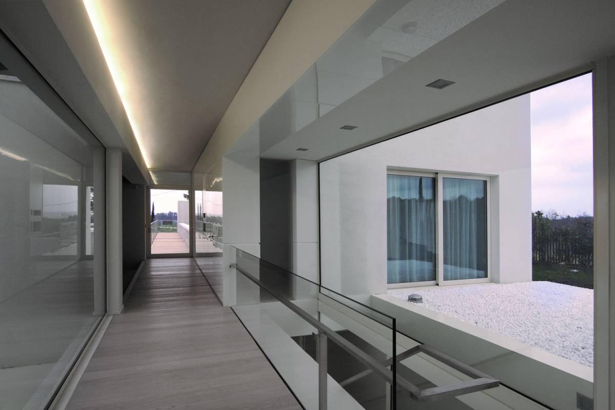 corridoio interno vetrato