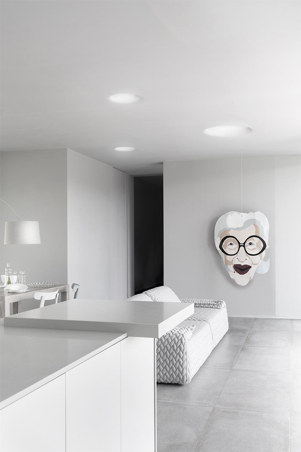 soggiorno e cucina con dipinto d'artista MercurioS17S71