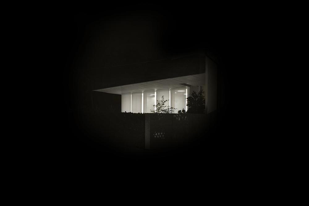 luce e ombra casa in notturno