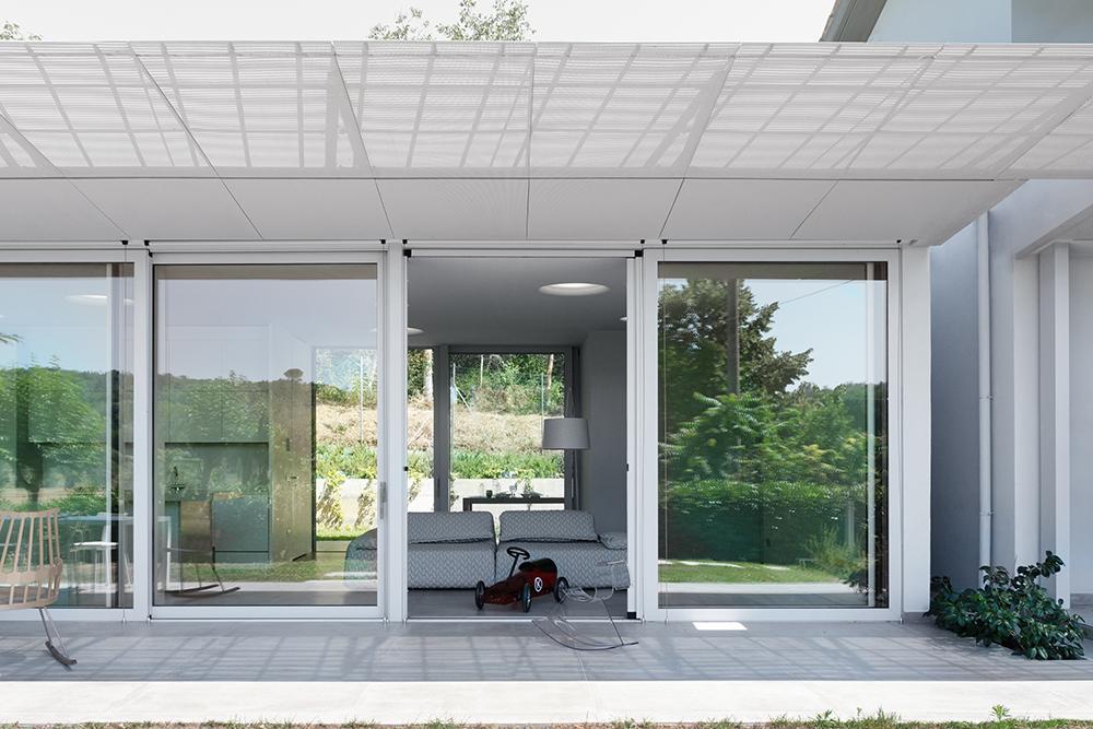 vetrata che illumina il soggiorno