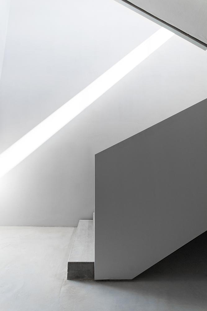 luce naturale nella scala di casa verde architettura contemporanea italiana italia