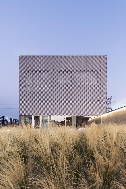 voipvoice headquarters progetto di uffici contemporanei vista esterna lamiera stirata
